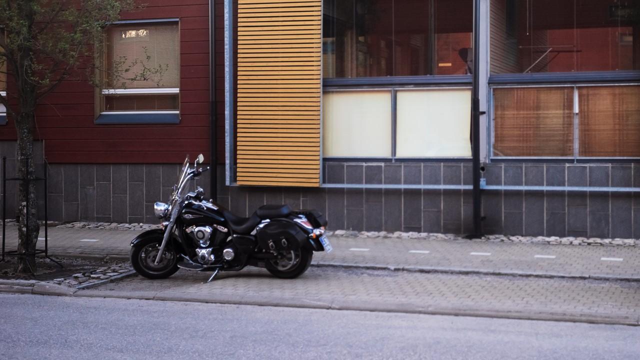 Припаркованный байк