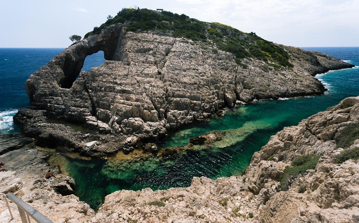 Прозрачная вода бухты на Закинфе - Коракониси (Korakonissi)