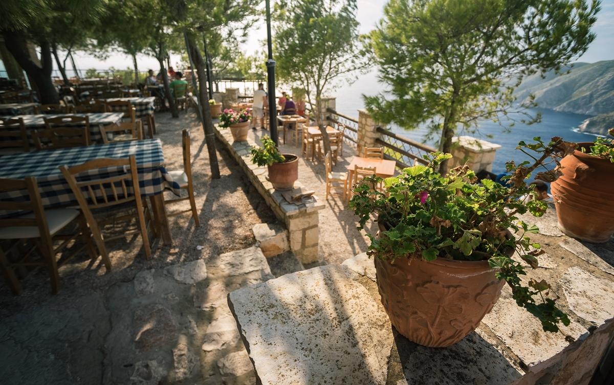 Ресторан Кросс таверн (Cross Tavern) с видом на обрывы Кампи