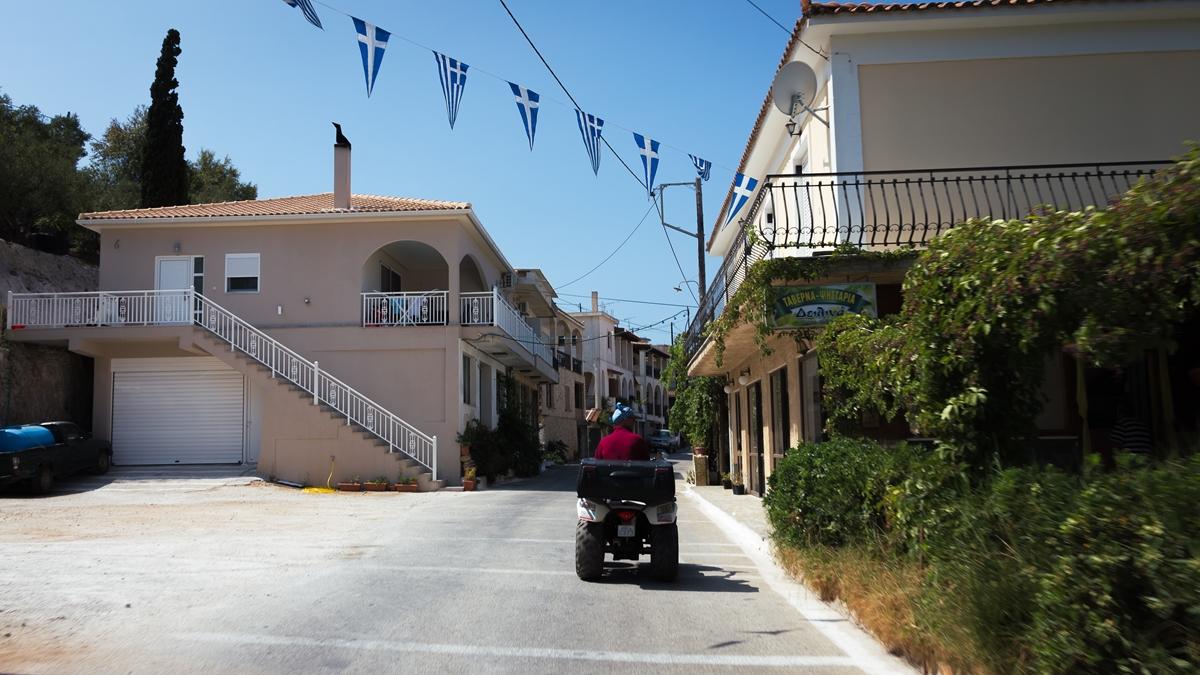 Улица в поселке Кери на Закинфе
