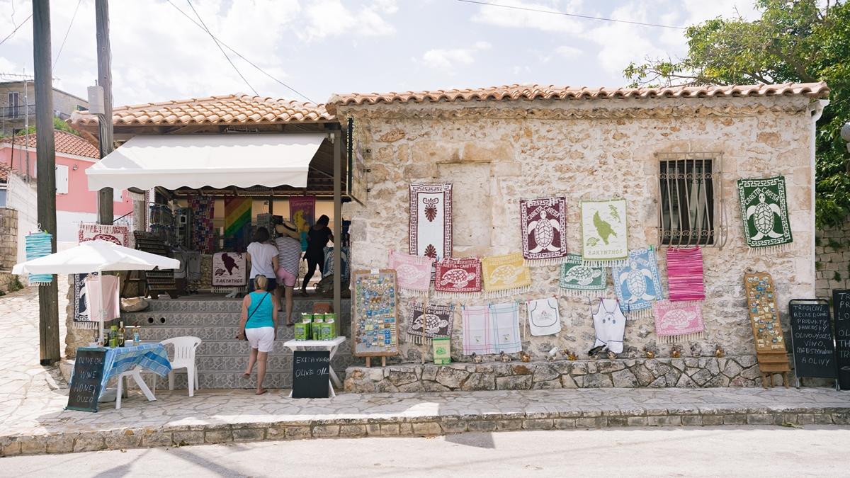 Местный сувенирный магазин в Кери