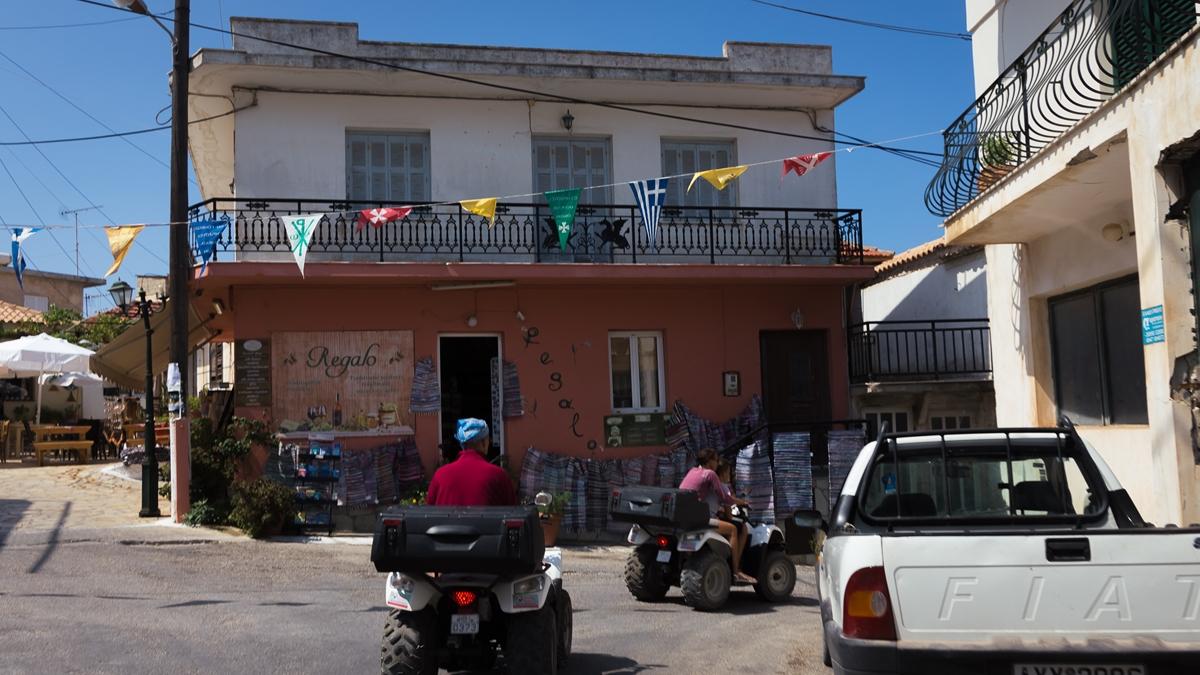 Улица в городке Кери