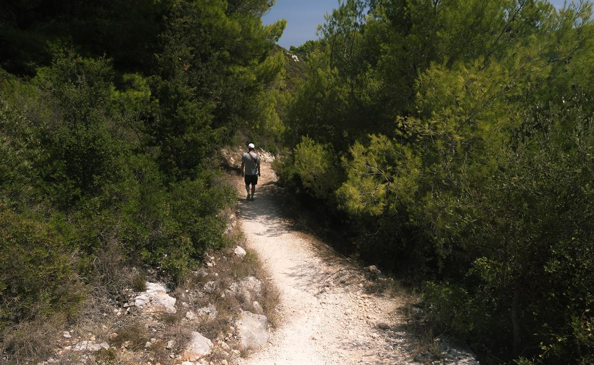 Дорога к пещерам Damianou