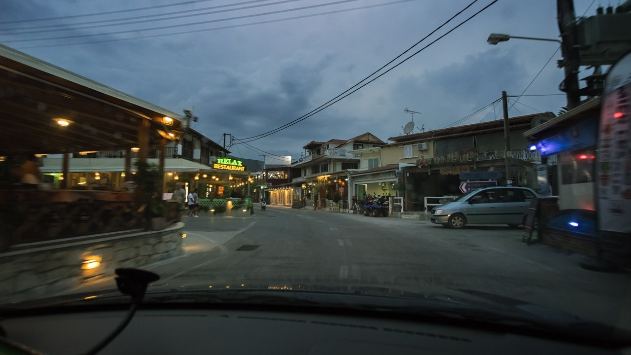 Магазины и кафе на улицах Аликеса