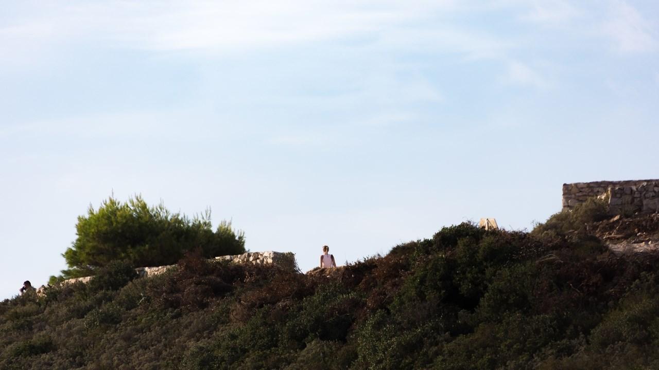 Гуляем по тропам на высокой скале