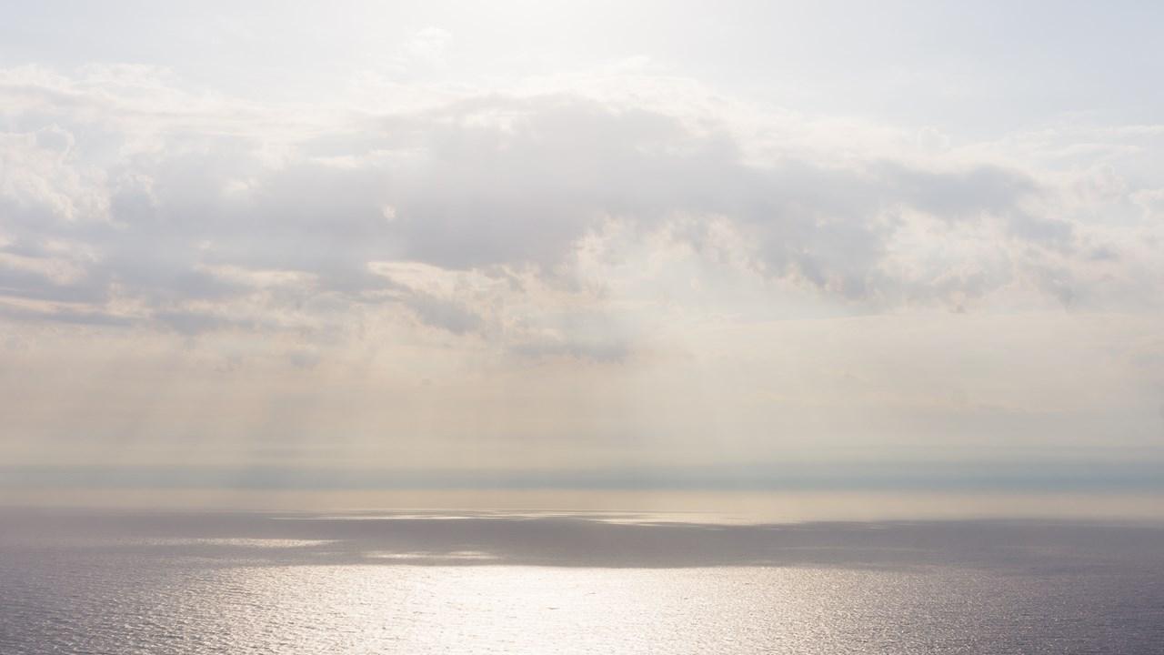 Лучи солнца, падающие на Ионическое море