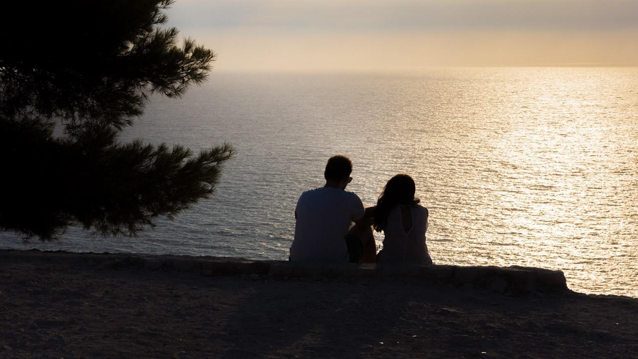 Парочка встречает закат около бухты Навайо