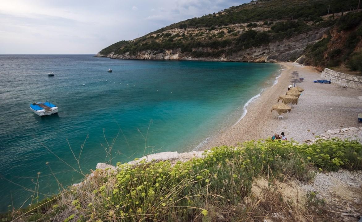 Зонтики на пляже Макрис Гиалос (Macris Gialos)