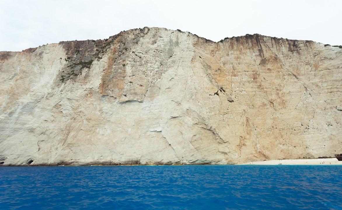 Высокие белые скалы на Закинфе