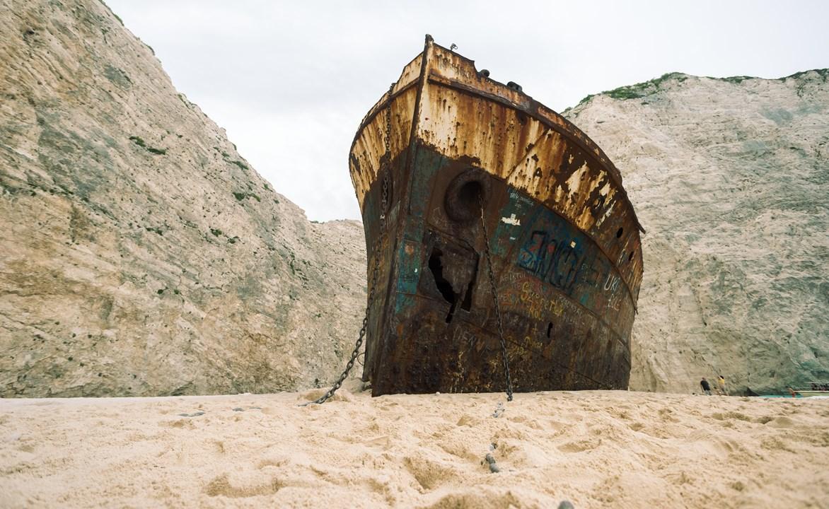 Корабль на пляже Навагио