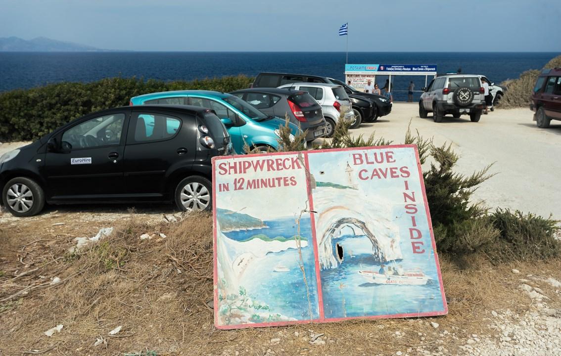 Реклама голубых пещер и бухты Навайо