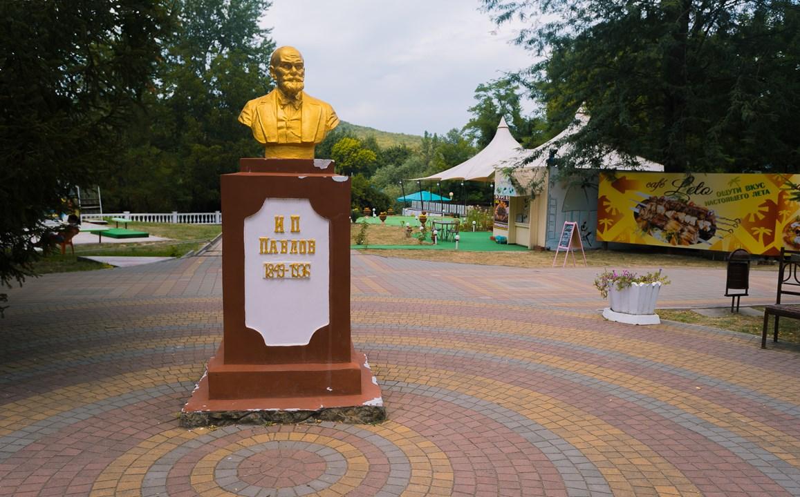 Памятник И.П. Павлову в Горячем Ключе