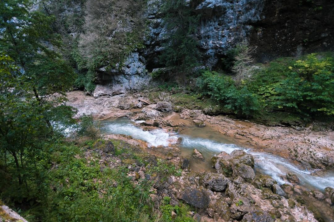 Течение реки Курджипс