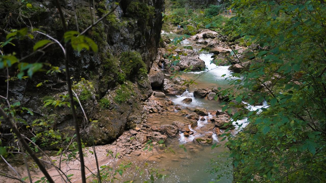 Приближенный план порога на реке Курджипс
