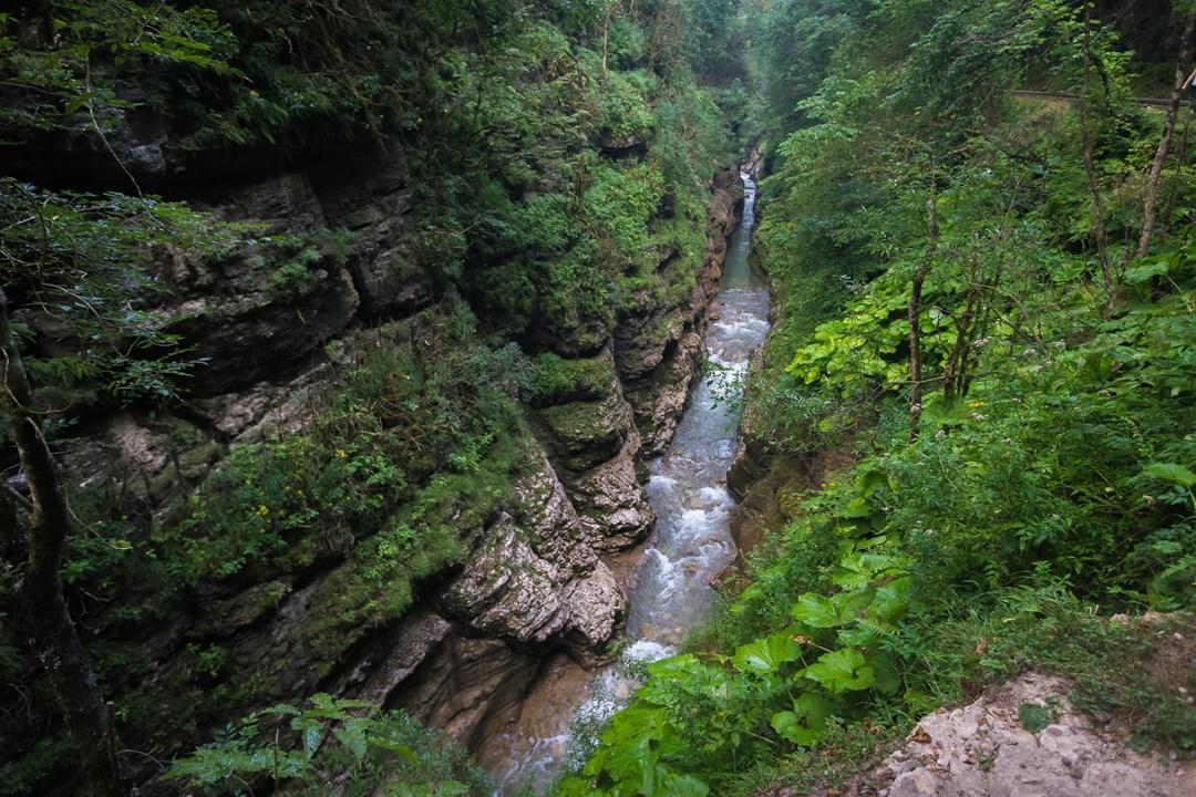 Долина реки Курджипс превратилась в крутую расщелину