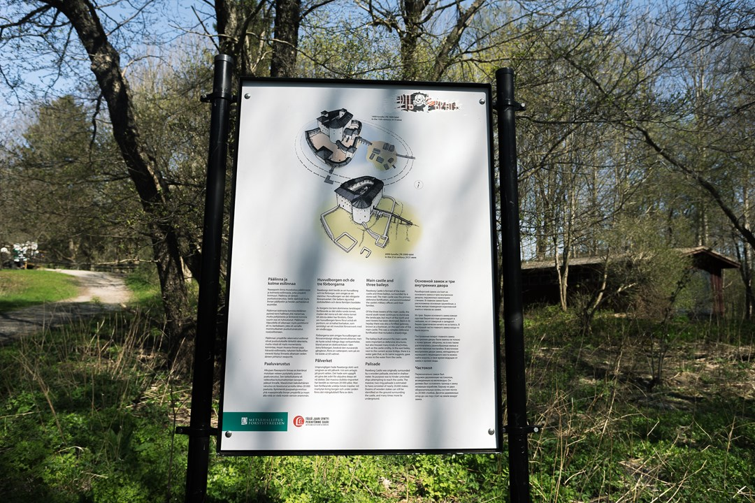 Отреставрированные руины замка начали привлекать туристов
