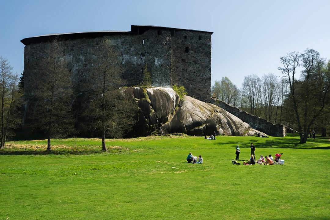 Летом около Расеборгского замка устраиваются различные интересные мероприятия