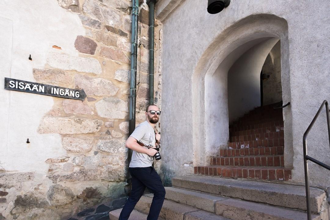 Проходим во внутренний двор замка
