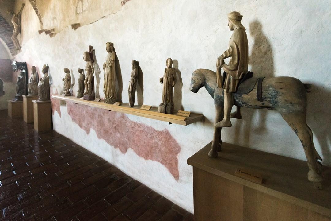 Церковная атрибутика в замке