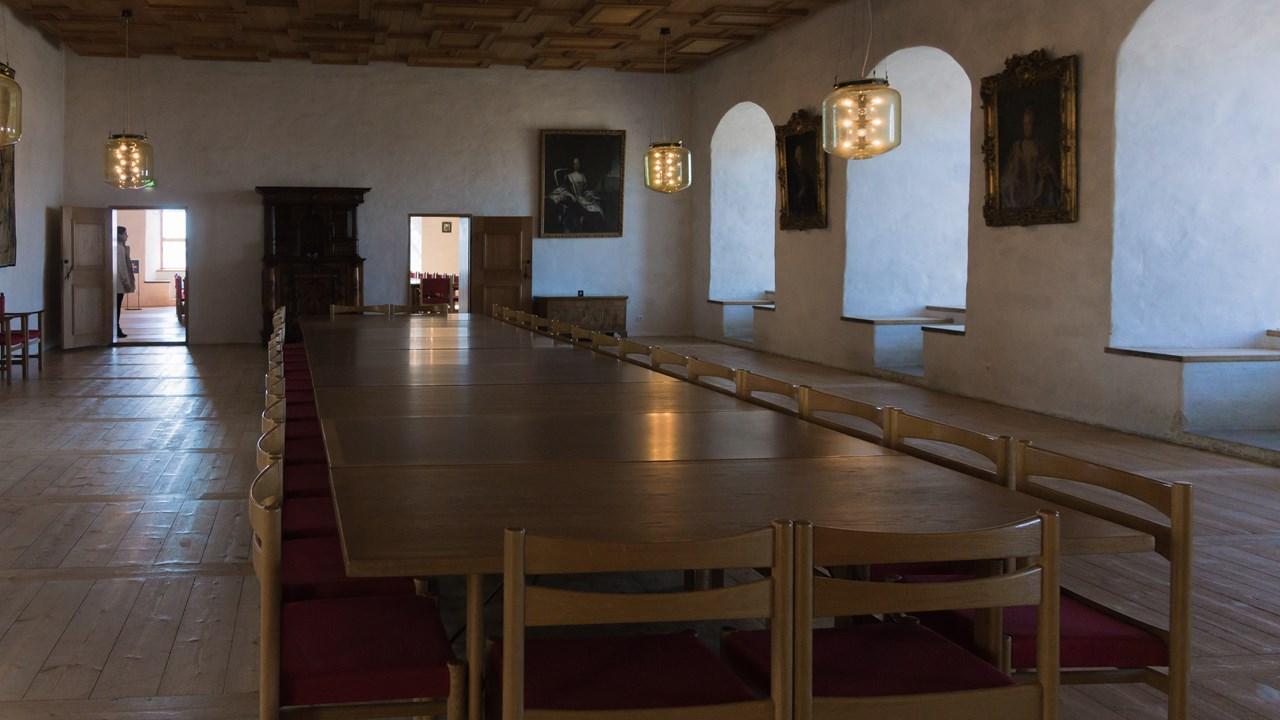 Зал переговоров в замке Турку в Финляндии