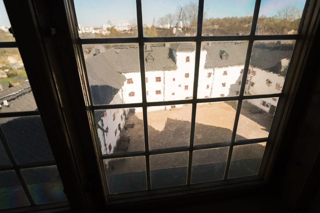 Вид на внутренний дворик замка, откуда мы пришли