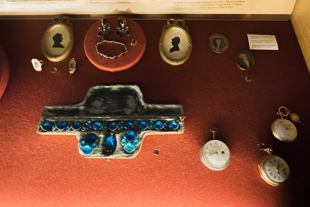 Украшение из камней в музее Абоского замка