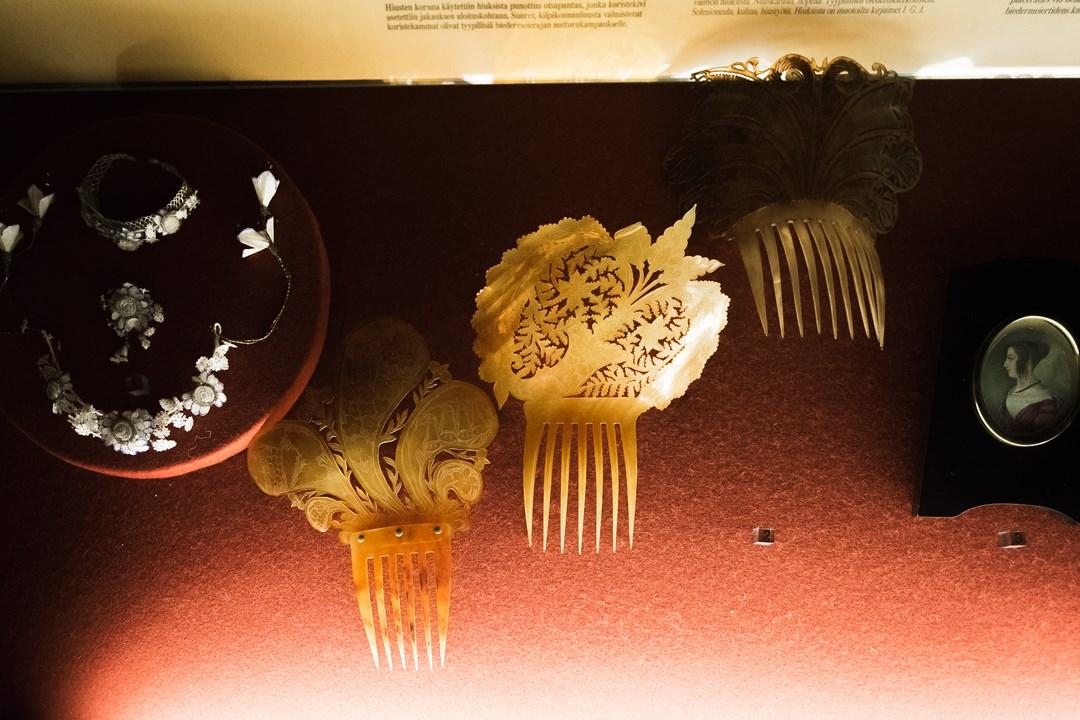 Старинный костяной гребень для волос