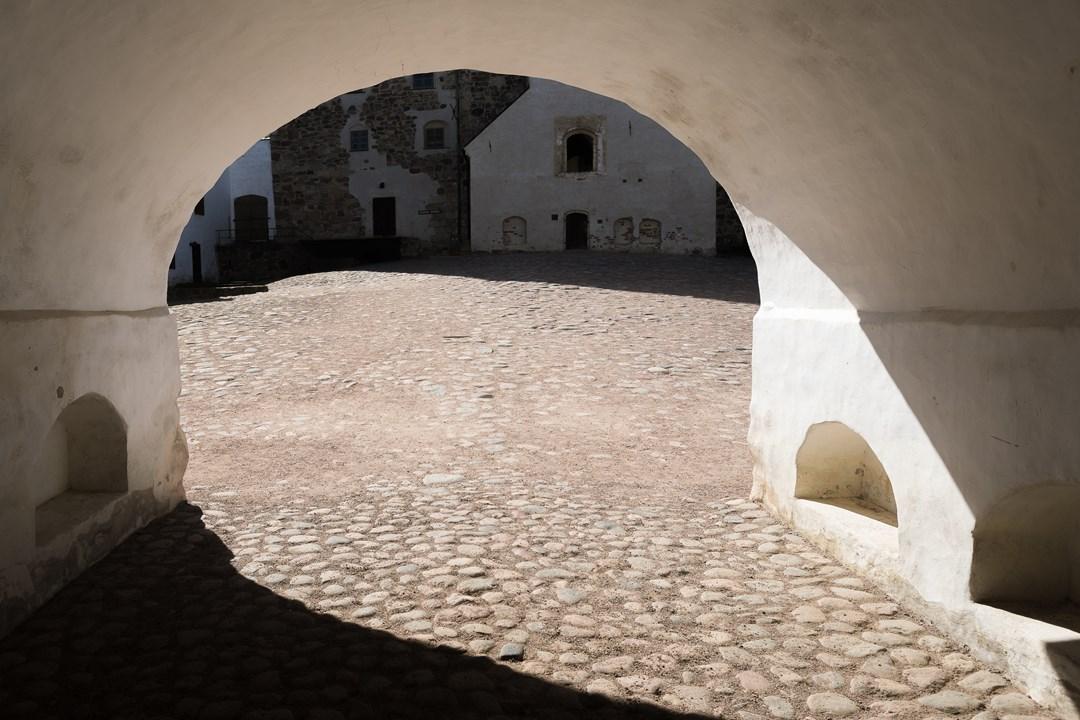 Основной вход в Абоский замок начинается со двора Бейли