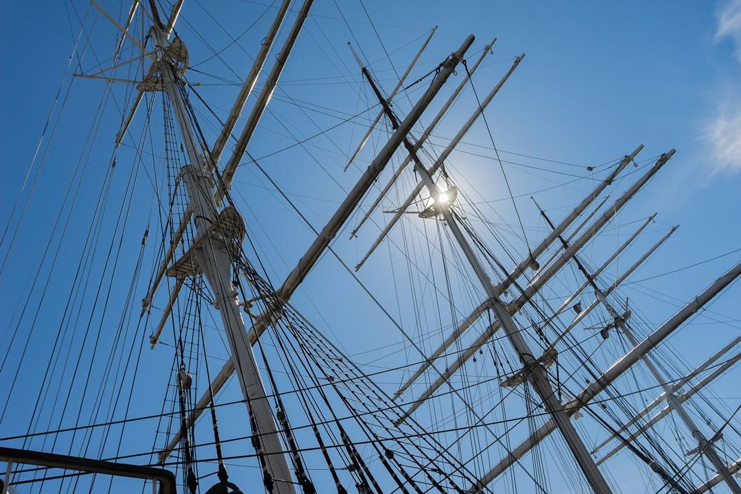 Корабль, пришвартованный на реке Аура