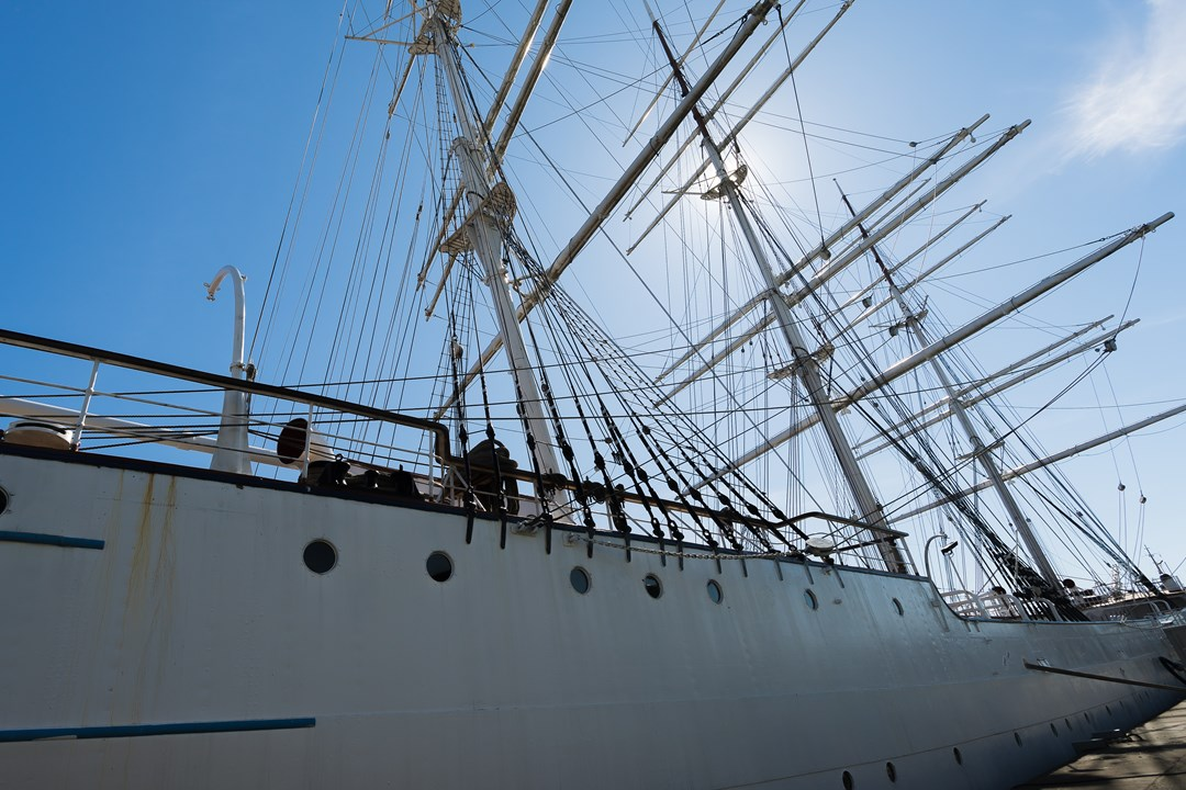 Белый фрегат «Суомен Йоутсен»