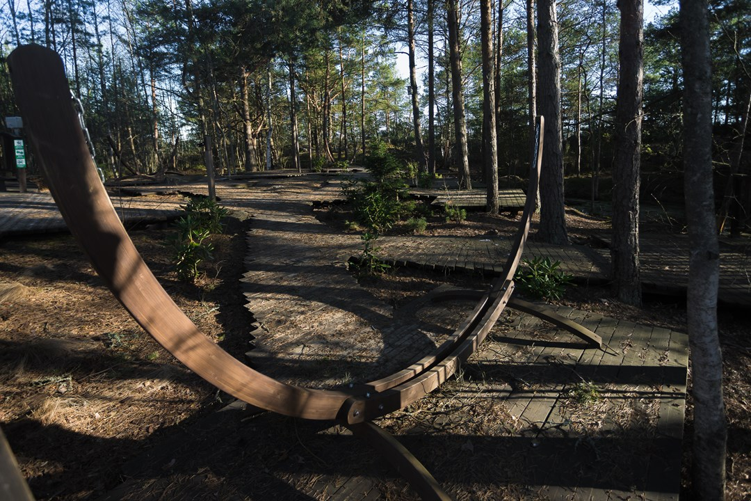 В лагере с палаткой странника Снуфкина в лесу можно послушать рассказы и песни под его гитару перед костром