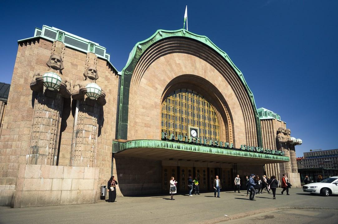 Центральный вокзал Хельсинки является памятником архитектуры и был построен в стиле модерн