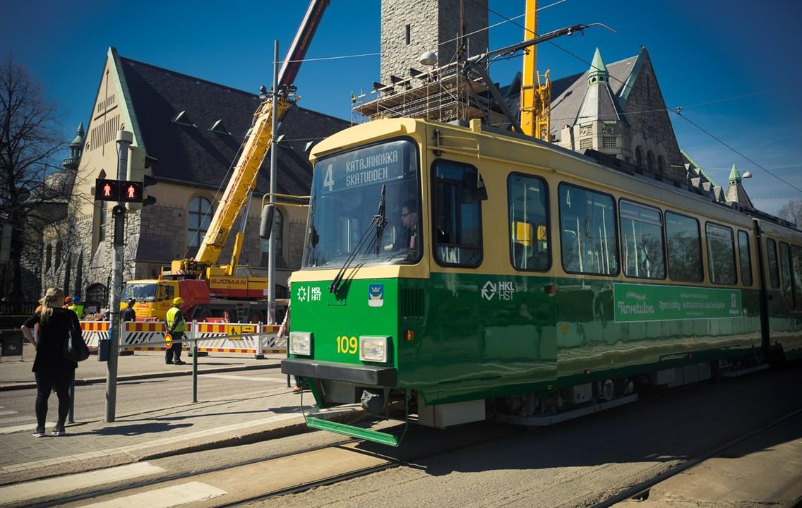 Раритетный, но чистенький трамвай в Хельсинки