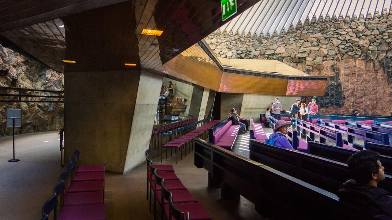 Пространство церкви вырублено в естественной скале