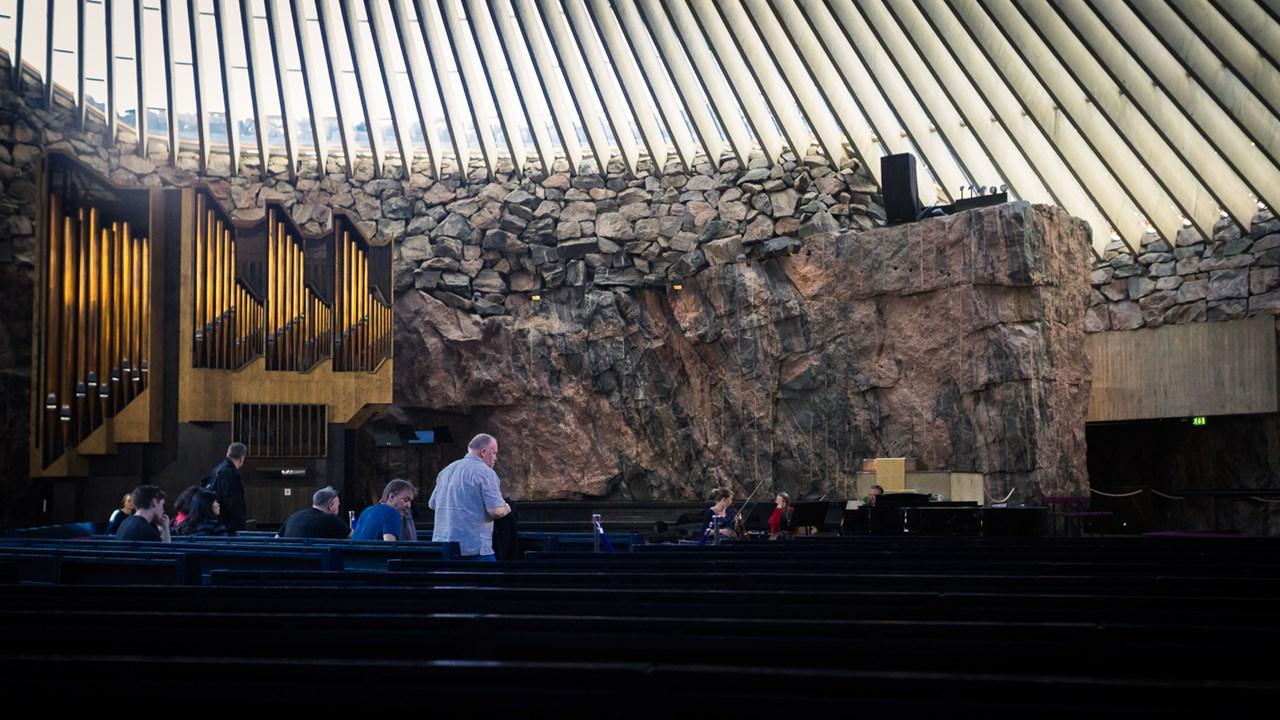 Орган в каменной церкви в Хельсинки