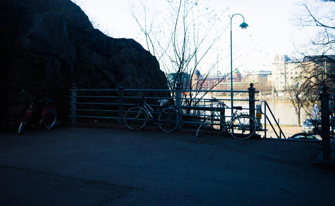 Парковка в тени