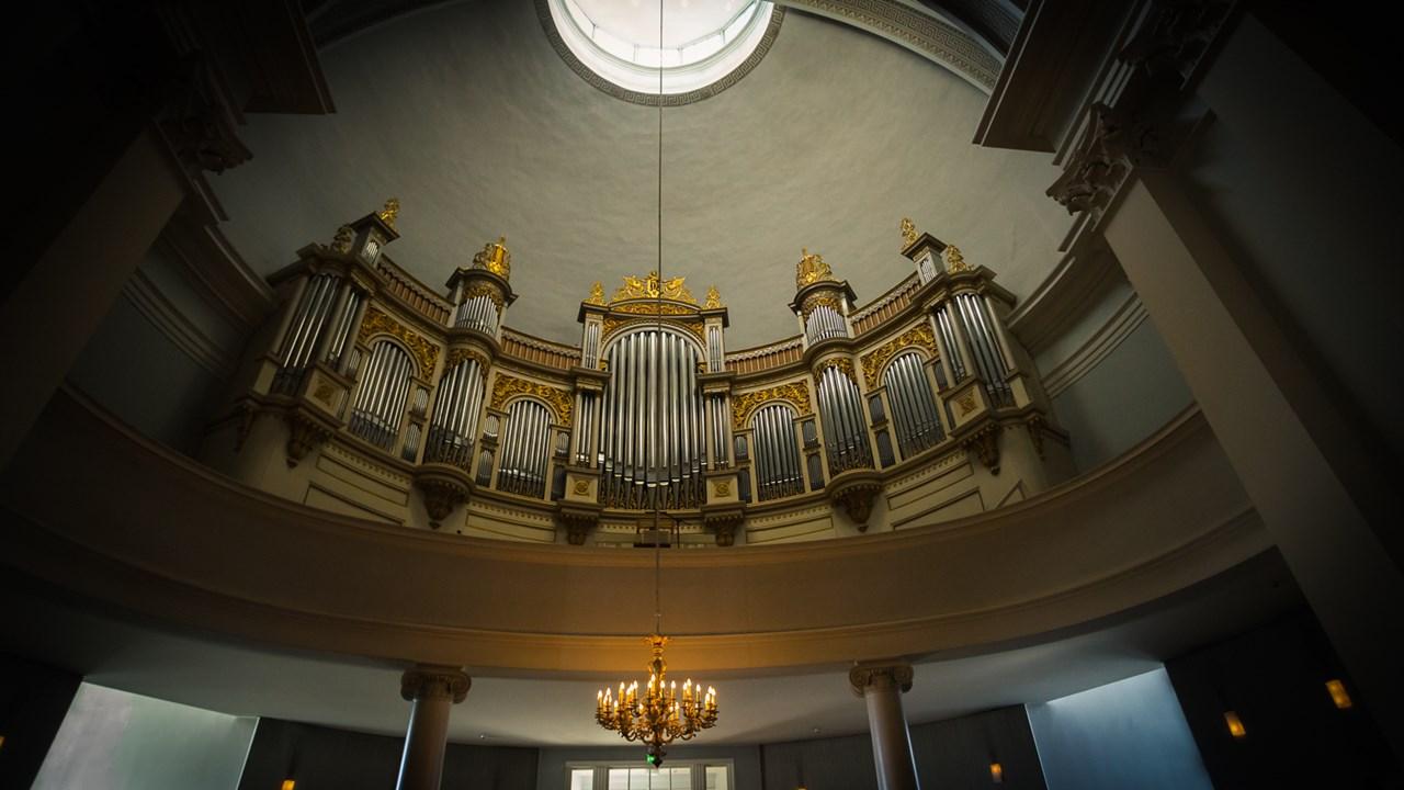 Орган внутри Собора Святого Николая