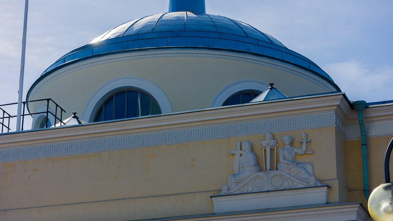 Крыша дома с древнерусской свастикой