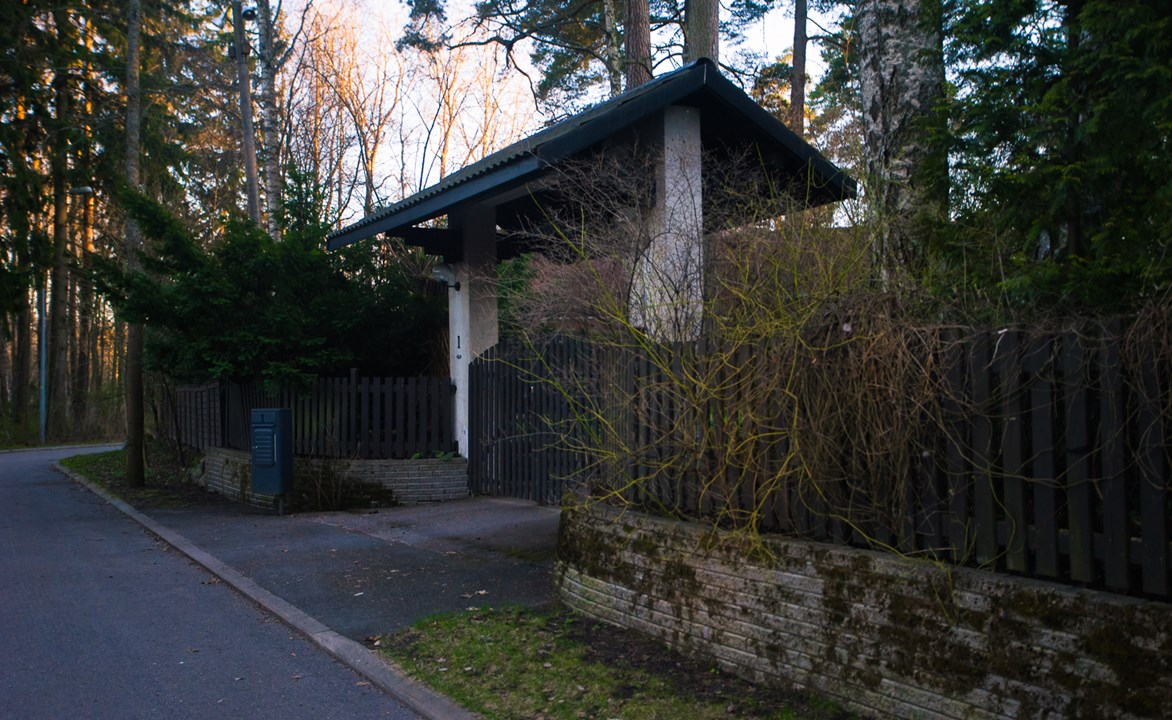 Ворота в сад к одному из коттеджей