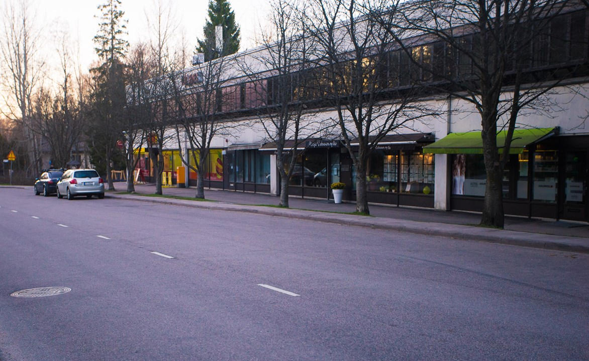Здание с магазинами и услугами для жителей этого района Westend в Эспоо