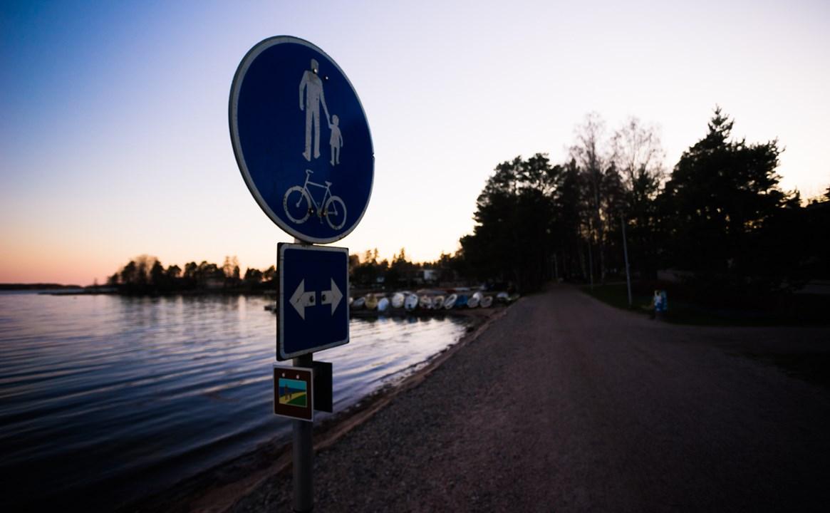 Прогулочная зона вдоль набережной района Westend