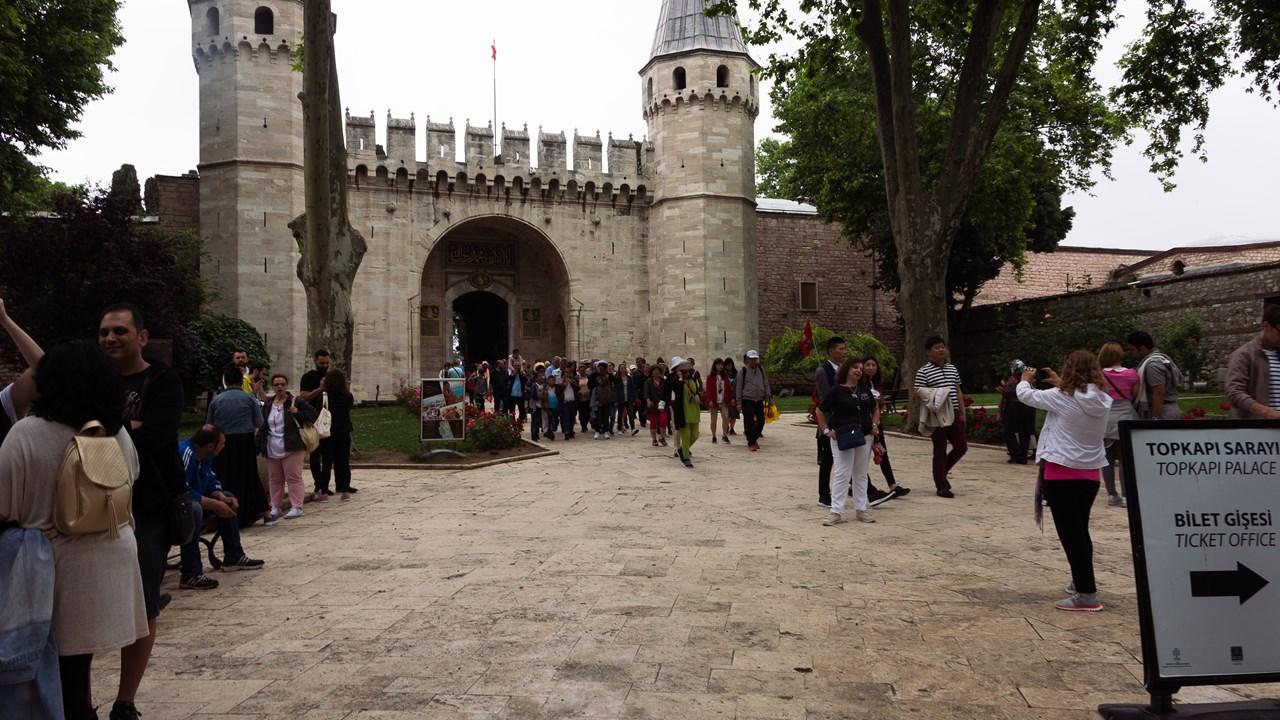 Вход во второй внутренний двор дворца Топкапы