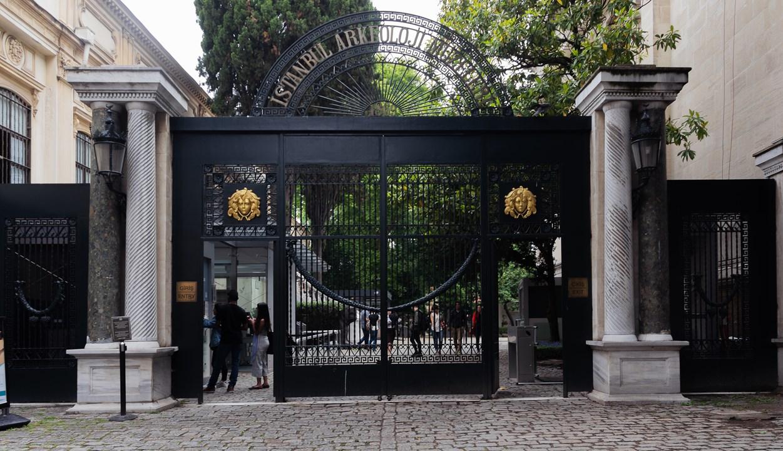 Вход в Археологический музей в Стамбуле