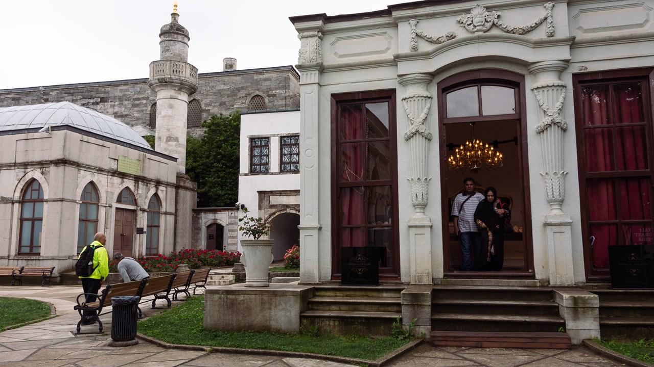 В зданиях на территории Топкапы представлены ценнейшие экспонаты