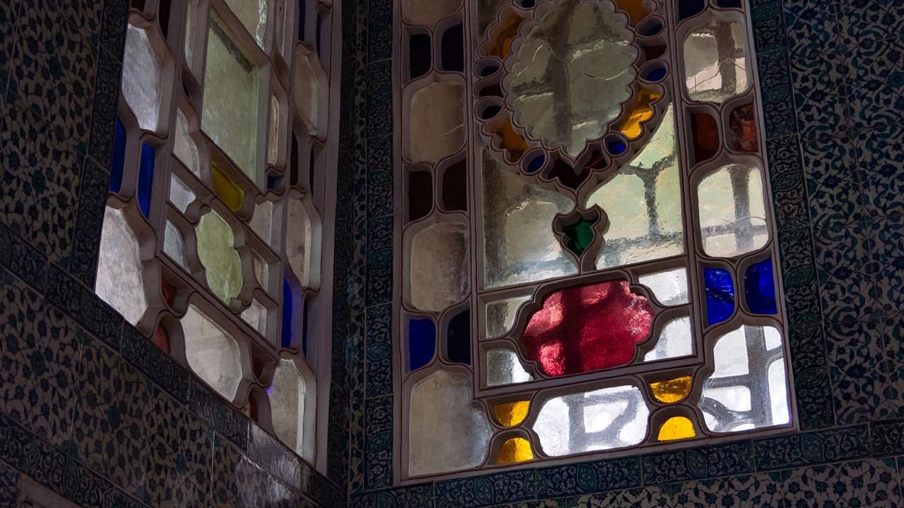 Цветное витражное стекло во дворце Топкапы