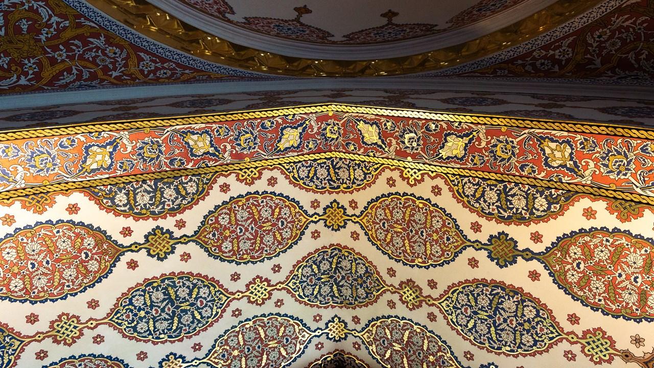 Дорогой и сияющий орнамент в Топкапы