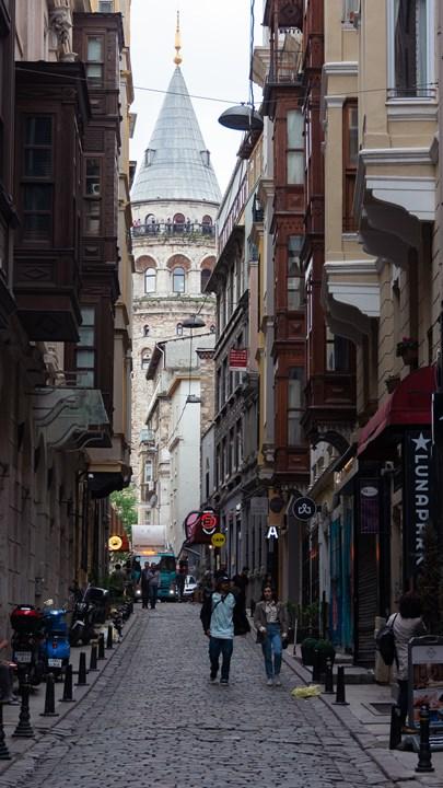 Улочка и Стамбульская башня
