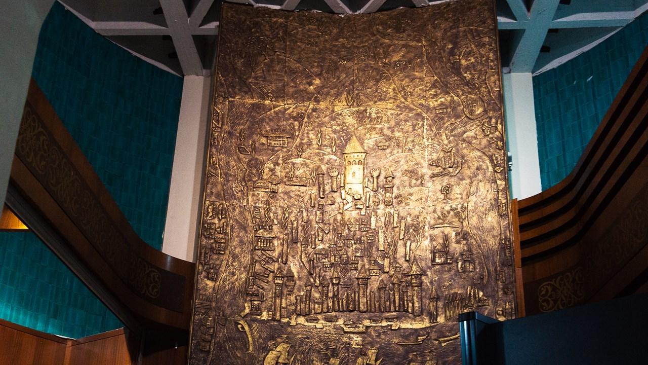 Бронзовая репродукция Галатской башни