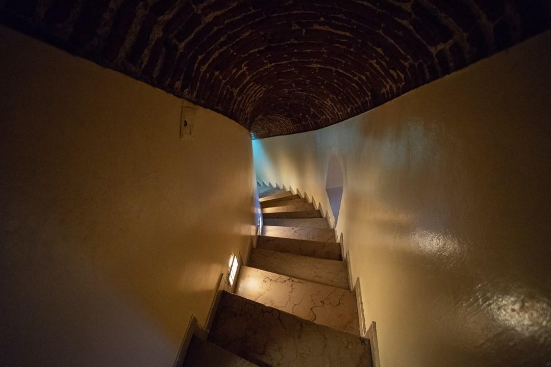 Старинная винтовая лестница в Галатской башне