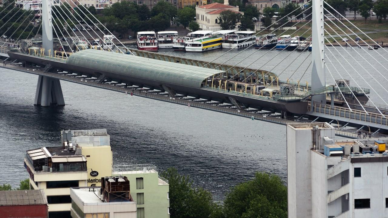 Мост Ататюрка и остановка метро Haliç